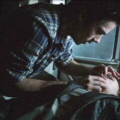 Stiles sauve Cora... au bouche à bouche