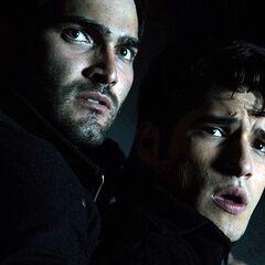 Derek montre à Scott la cruauté des Chasseurs