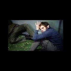 Isaac soumit à Derek