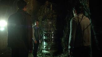 Tyler-Posey-Cody-Christian-Dylan-Sprayberry-Scott-Theo-Liam-at-transformer-Teen-Wolf-Season-6-Episode-7-Heartless