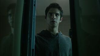 Tyler-Posey-Scott-in-locker-Teen-Wolf-Season-6-Episode-9-Memory-Found