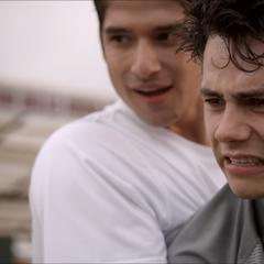 Scott et Stiles à l'entrainement de Lacrosse.