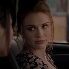Discussion entre Kira et Lydia.