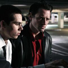 Stiles est forcé d'aider Peter Hale