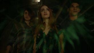 Holland-Roden-Shelley-Hennig-Tyler-Posey-Lydia-Malia-Scott-at-rift-Teen-Wolf-Season-6-Episode-8-Blitzkrieg