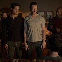 peter réfléchissant pour sauver Stiles