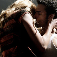 Erica embrasse sauvagement Derek