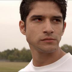 Scott se prépare à utiliser ses pouvoirs de loup garou pour jouer à lacrosse.