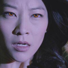Kira révélant ses yeux de Kitsune