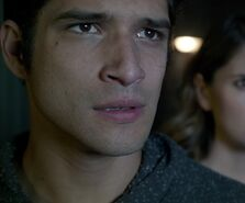 Shelley-Hennig-Tyler-Posey-Malia-and-Scott-Teen-Wolf-Season-6-Episode-9-Memory-Found