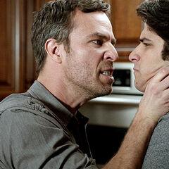 Chris dit à Scott qu'il ne devrait pas être là