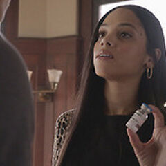Marine Morell donnant un médicament à Stiles