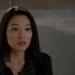 Kira choqué après le vif baisé de Scott.