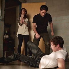 Scott sauve Allison d'Isaac qui perdait la raison à cause de sa claustrophobie.