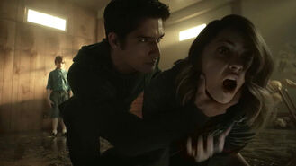 Tyler-Posey-Shelley-Hennig-Scott-helping-Malia-Teen-Wolf-Season-6-Episode-6-Ghosted