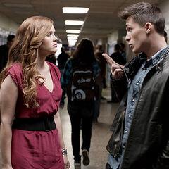 ...et s'éloigne de Lydia