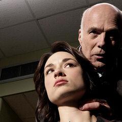 Allison, soumise à un interrogatoire