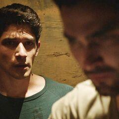 Derek choisit de les affronter pour sauver ...