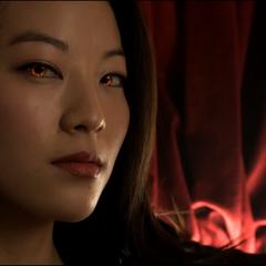 Kira dans la discothèque.