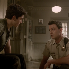 Discussion entre Derek et Parrish.