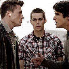 Jackson s'énerve contre Stiles et Scott