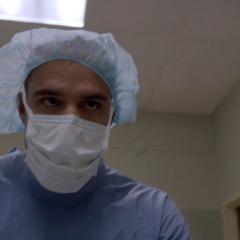 Ennis déguisé en infirmier