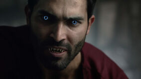 Tyler-Hoechlin-Derek-werewolf-blue-eyes-Teen-Wolf-Season-6-Episode-19-Broken-Glass