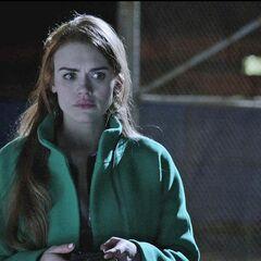 Lydia se retrouve bizarrement à la piscine