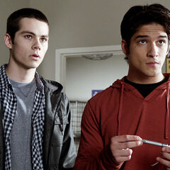 Stiles et Scott écoutent le plan de Deaton