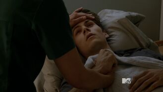 Teen Wolf Season 3 Episode 17 Silverfinger Dylan Obrien Stiles Stilinski Resting At The Hospital