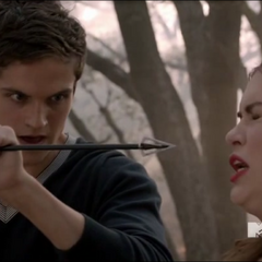 Isaac sauve Lydia de la flèche d'Allison.