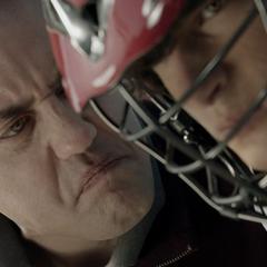 Le coach Finstock disant à Scott de recommencer son tire pendant un entraînement de lacrosse