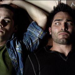 Derek puis Stiles sont paralysés par du venin