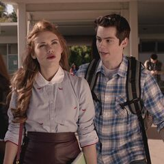 Stiles dit à Lydia que les jumeaux sont des Alphas.