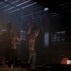 Peter et Derek, torturés.