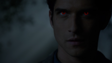 Tyler-Posey-Scott-alpha-eyes-Teen-Wolf-Season-6-Episode-12-Raw-Talent