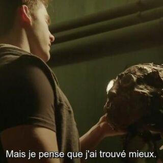 Theo qui récupère le masque