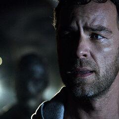 Chris arrive durant un duel Derek/Kanima