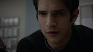 Tyler-Posey-Scott-eyes-Teen-Wolf-Season-6-Episode-17-Werewolves-of-London