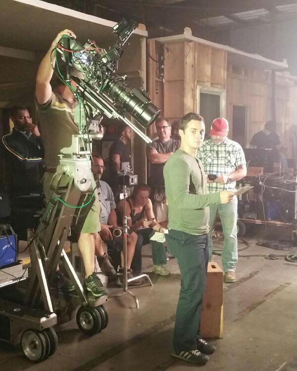 Teen Wolf Season 6 Behind the Scenes PA Gibson hand closeup