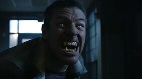 Ian-Bohen-Peter-werewolf-eyes-fangs-Teen-Wolf-Season-6-Episode-20-The-Wolves-of-War