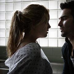 Derek propose à Erica de la mordre