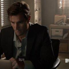 M. Mcall dans son bureau