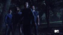 Cody-Christian-Shelley-Hennig-Tyler-Posey-Ian-Bohen-Theo-Malia-Scott-Peter-Teen-Wolf-Season-6-Episode-10-Riders-on-the-Storm