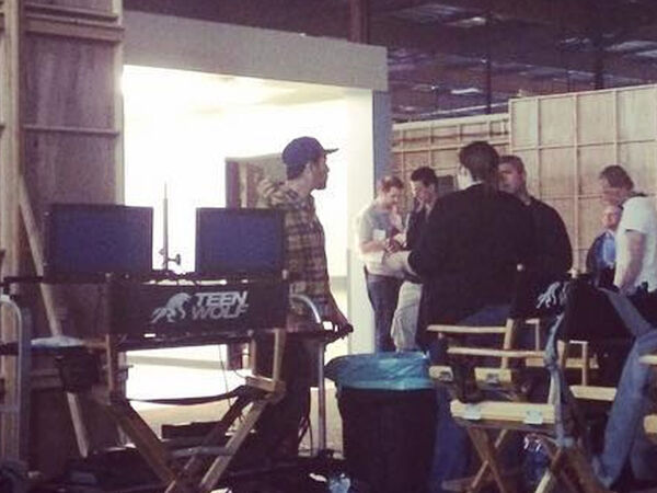 Teen-wolf-season-6-behind-the-scenes-crew-members-ready-for-the-day-not-Dylan-closeup