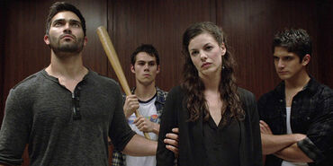 3x10 Jennifer in elevator with Derek Scott and Stiles