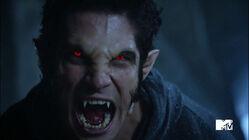 Tyler-Posey-Scott-alpha-werewolf-shift-Teen-Wolf-Season-6-Episode-10-Riders-on-the-Storm