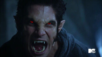 Tyler-Posey-Scott-alpha-werewolf-shift-Teen-Wolf-Season-6-Episode-10-Riders-on-the-Storm