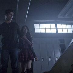 Scott protégeant Kira de Malia en coyote