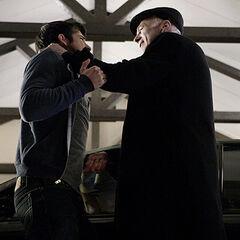 Gérard poignarde Scott